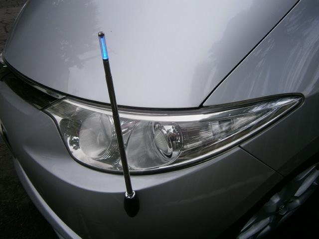 ライト連動のコーナーポールも装備されております。