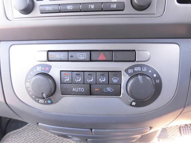 エアコンはオートエアコンが装備されておりますのでご希望の温度設定で快適な車内を維持できます。上級グレードだからこその装備ですので大変おすすめです。