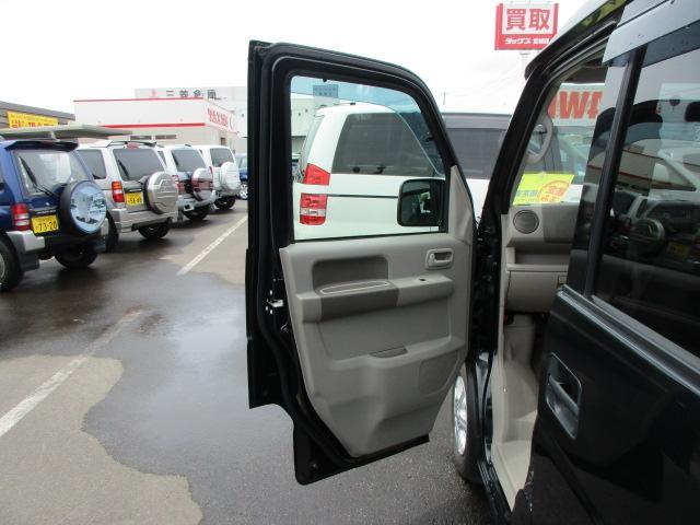 小さなキズはもちろん、大きな歪みやヘコミまで対応できる大型板金工場も完備!!お車を外注に出したりは致しません。すべて自社で入庫から修理、引き渡しまでを行います。保険の修理にも対応しております。