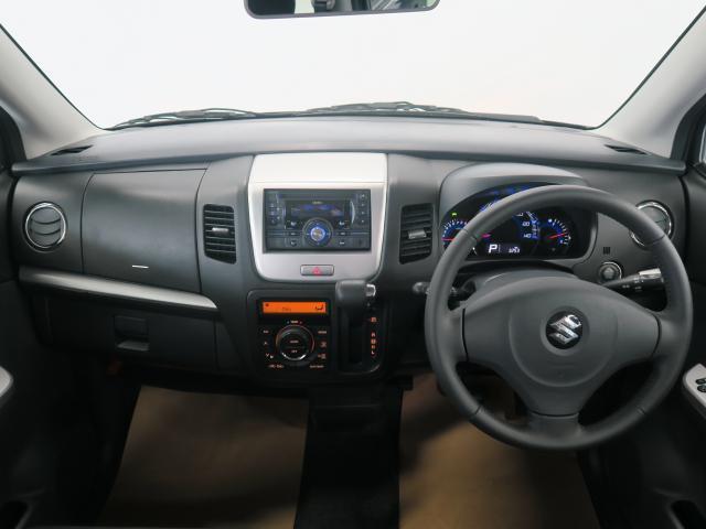 傾斜のある大型フロントウィンドウで目の前に死角のない大きな景色が広がりとっても運転しやすいです。