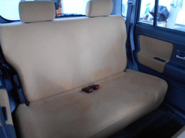 もちろん後部座席も綺麗です!当店では、納車の際、再クリーニングも行います!もちろん!サービス!