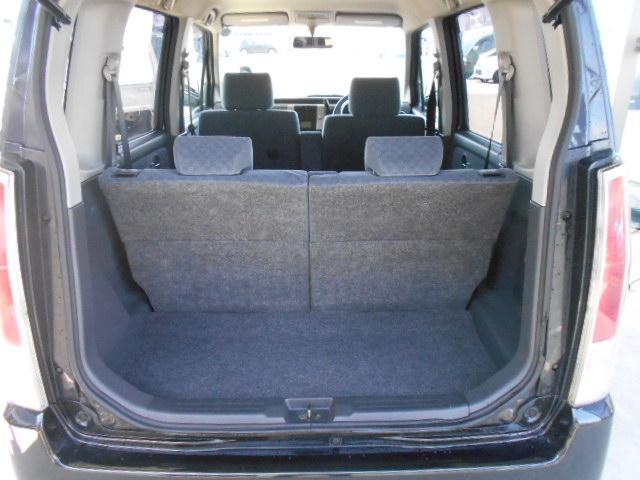 後ろ側の5面はプライバシーガラスになってます!お子さんを乗せる時は必須アイテムですね!