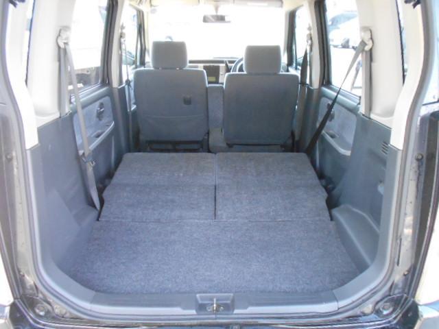 リアシートを倒せば大半の荷物なら楽ラク収まりますので普段のお使いなら充分なスペースがあります!