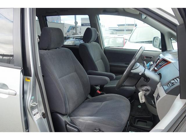 室内は除菌、消臭済みで清潔、キレイに仕上げています。内装が綺麗な車は気持ちがいいですし、全体的にコンディションの良い車が多いです。