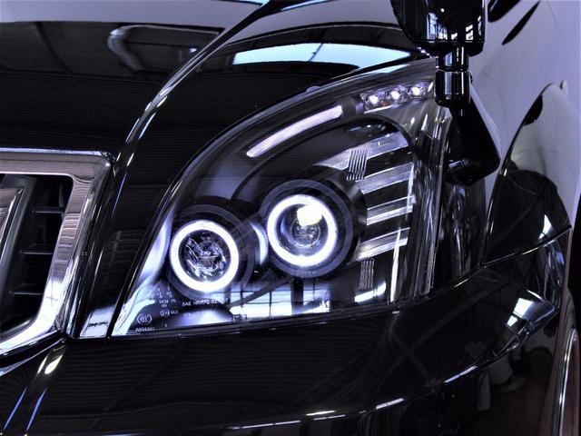 新品のイカリングブラックヘッドライトです。純正とは段違いに格好の良いクールな目つきになりました。夜の表情は更に輝きが増します。