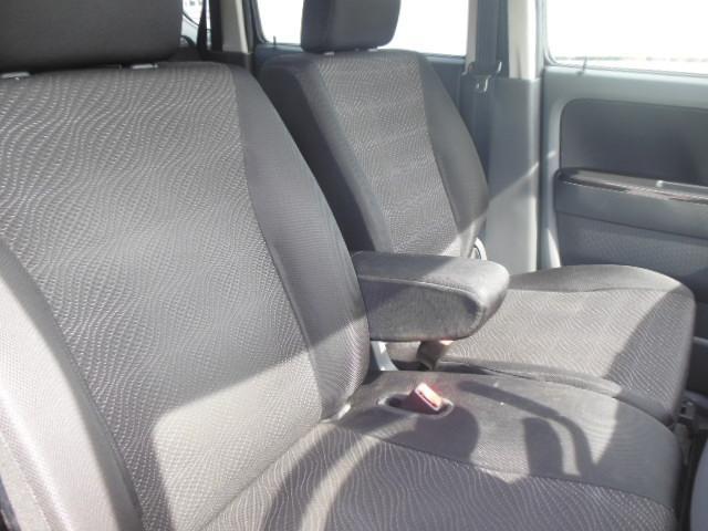 フロントシートはゆったり解放感のあるベンチシートで広々運転もしやすく安全で快適な室内空間をお過ごし頂けます☆