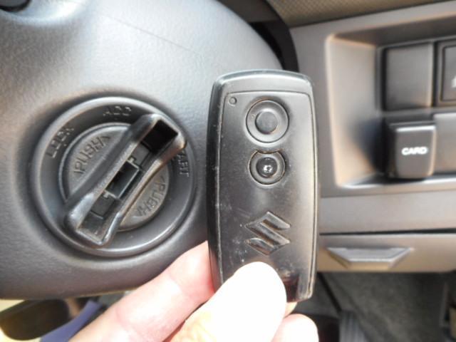 キ−を携帯しているだけでドアロック、解錠、エンジンスタ−トまでワンタッチでOKのスマ−トキ−です!!