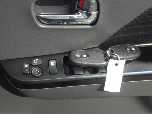 スマートキー×2個、電格ウィンカーミラースイッチとパワーウィンドウスイッチです。