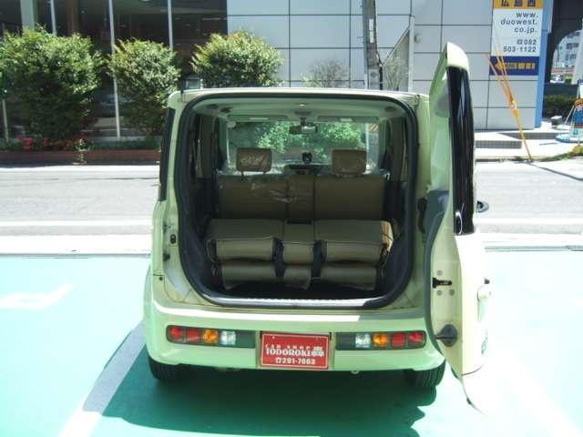 リアシートを倒すことによって、ここまで荷物スペースを作ることができるんですよ(*^_^*)