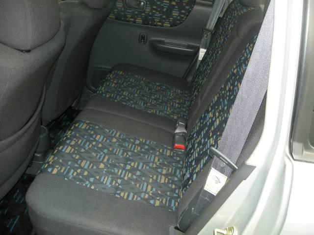 後部座席もリクライニング機能付きのプレオRMです!