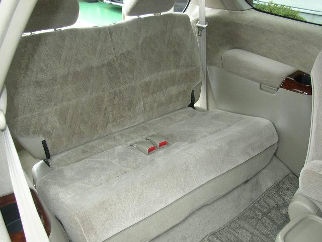 サードシートはベンチタイプです。