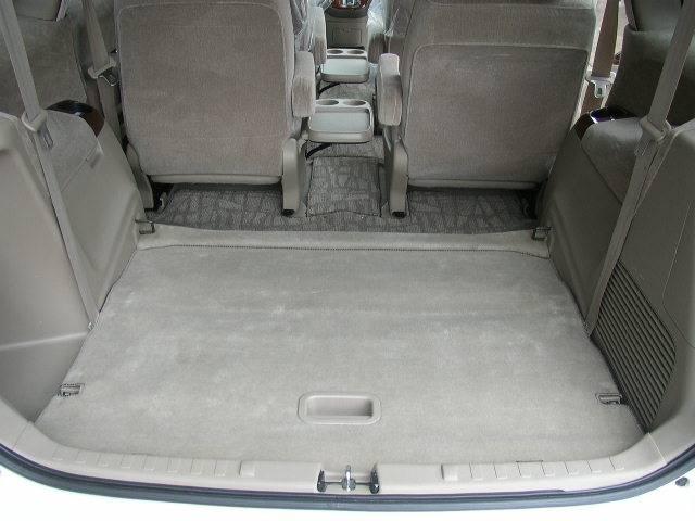 サードシートを倒すと大きなラゲッジスペースができます。