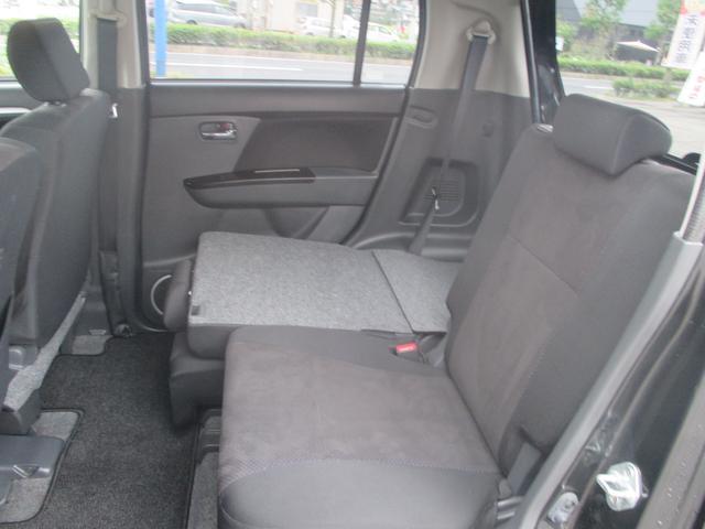 分割可倒式リヤシートで荷物の載せ方もいろいろアレンジできます。使い方も広がりますね♪