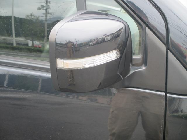 ドアミラーウィンカーは見た目もかっこいいけど、それ以上に視認性が大幅アップ!安全性も高いんです!