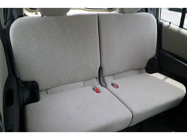 後席は、気になる汚れやシミも無く程度良好です。