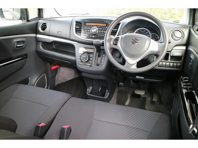 運転席は、気になる汚れやシミも無くきれいな状態になります。
