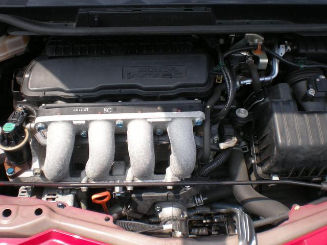 エンジン型式L15A 最高出力120ps(88kW)/6600rpm 最大トルク14.8kg・m(145N・m)/4800rpm 種類水冷直列4気筒SOHC16バルブ 総排気量1496cc