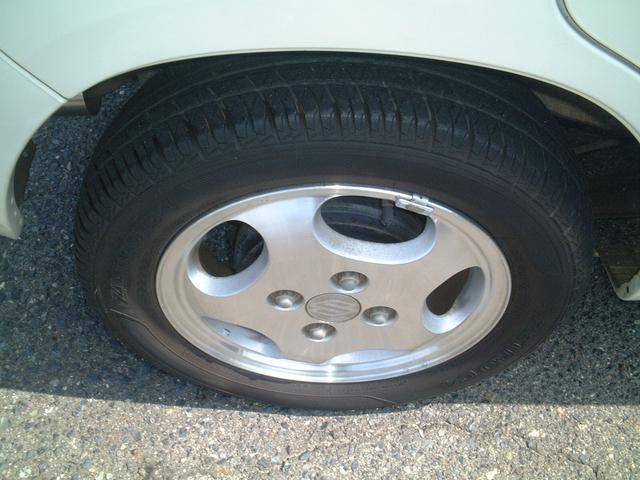 タイヤの溝もまだまだ有りますよ