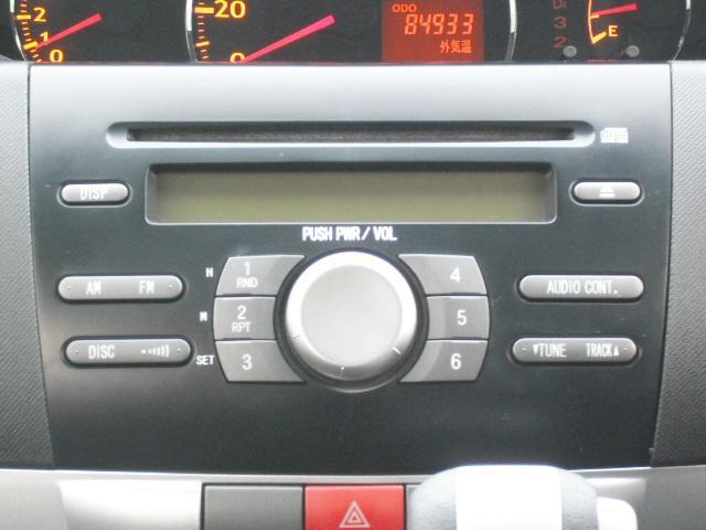 純正CDチューナー装着です。最新ナビ・スタッドレスタイヤなどのアフターパーツも取り扱っておりますので、ご入用の方はお気軽にご相談ください♪