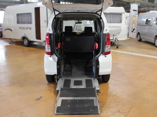 車椅子が乗車しない時は荷物を積むことができます♪