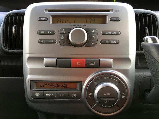 純正CDチューナーデッキ♪エアコンはオートエアコンです♪