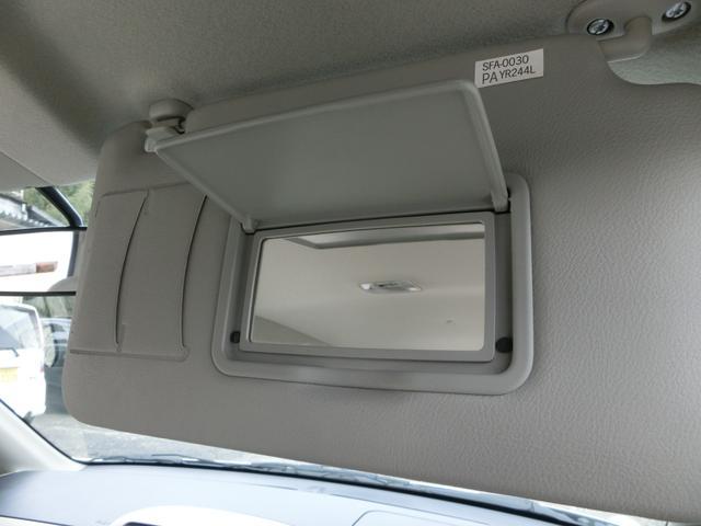 有ったら嬉しいバイザーミラー!通行券や駐車券を収納できる便利なポケットもついてます^o^