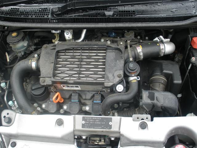 軽では珍しい1気筒にプラグ2本のツインスパークエンジン ショートストローク大口径ピストンで低速から高速まで軽自動車とは思えないピュンピュンエンジン