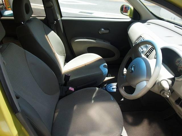 コンパクトカーでもシートのすわり心地、肌触りもばっちりです!