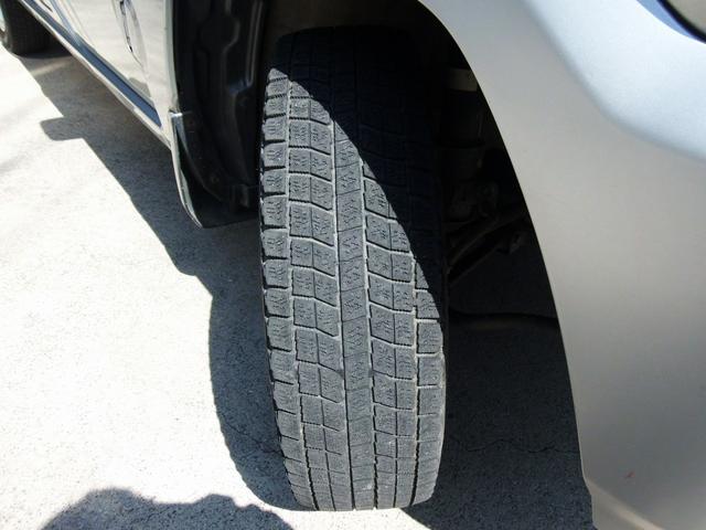 スタッドレスタイヤ履いてます。タイヤはご要望に合わせられます。