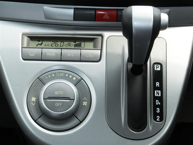 ☆☆☆【インパネ4速オートマティックで操作ラクラク(^_^)v】★★★☆☆☆【温度設定&送風口オートのオートエアコン装備で車内の無駄な冷えすぎを防ぎます】★★★