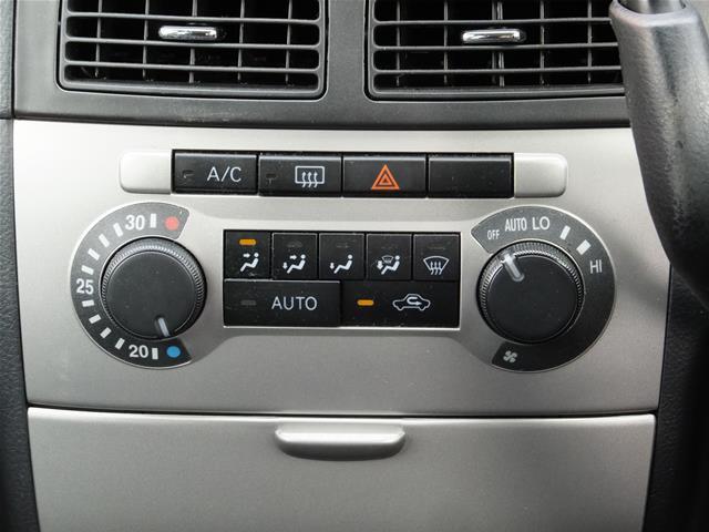 ☆☆☆【温度設定&送風口オートのオートエアコン装備で車内の無駄な冷えすぎを防ぎます】★★★