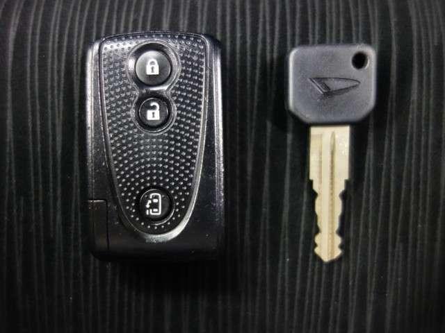 【スマートキー】これを身に着けていれば、運転席ドアスイッチを操作するだけでロック解除!