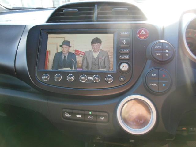 ナビは純正ですが、走行中にボタンを押せば助手席の人は見れるぜ~(ΦωΦ)このお車が気になる方は無料電話、もしくは090−7894−1388まで~( *´艸`)