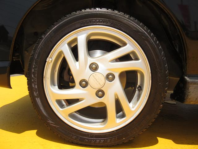まだまだ使えそうです♪軽自動車のタイヤは新品も安いです。込み込み価格のプレオ!お早めに在庫確認を♪