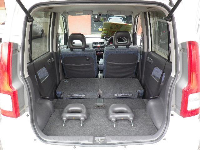 リヤシートをたためば大きな荷物スペースが確保できます。