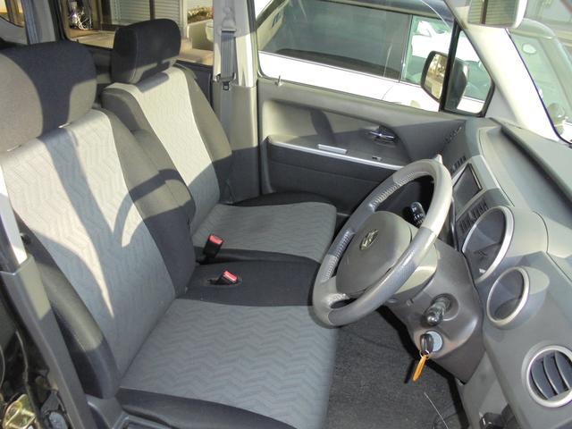前席のシートです。汚れや傷もなくとても綺麗に保たれています。
