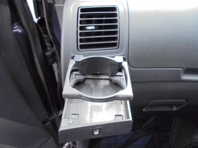 助手席側にもドリンクホルダーが付いてるのでとても便利です