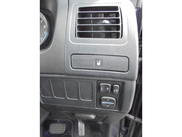 もちろん運転席側にもドリンクホルダー付いてますよ♪