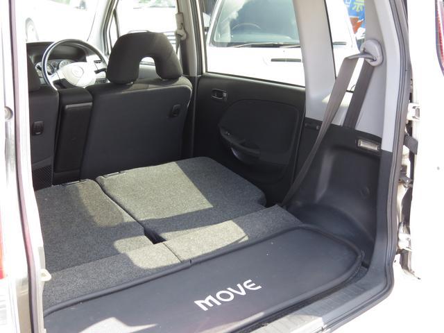 リアシートの背もたれは水平まで倒バックドアは車体右を軸に横開きする機構となっております