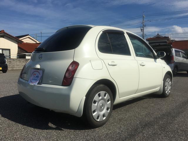 細かいキズなどはありますが、年式の割にはとても綺麗なお車だと思います。色もパールなので綺麗です。