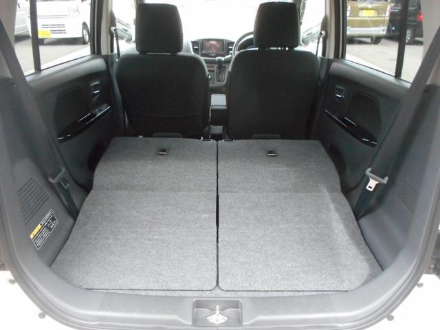 後部座席を倒すと十分な広さを確保できます。