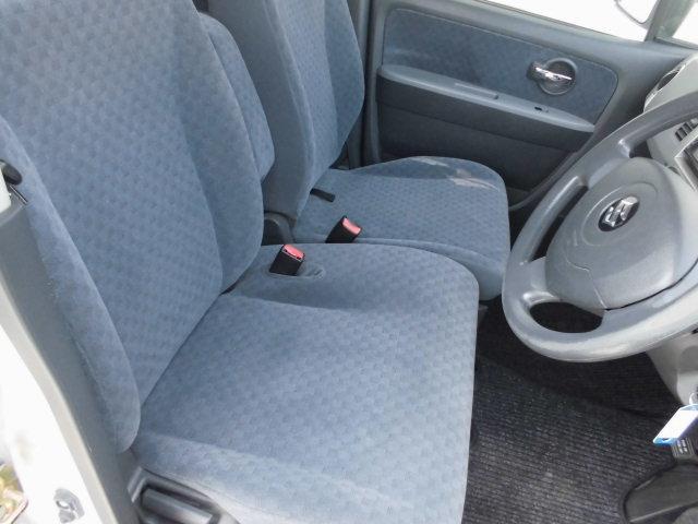 汚れやすい運転席シートも、綺麗な状態ですよ!