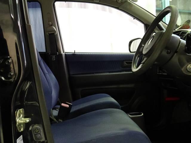 ■入庫時には丁寧に商品化仕上げを行っています!更にクリーニングスタッフによってピカピカに仕上げた上でご納車致します!助手席も非常に綺麗な車です。使用感もほとんどなく、目立つ汚れなど殆ど御座いません☆