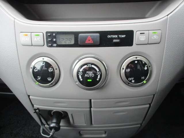 オートエアコン付きです。1年中どんな季節でも快適温度に設定が出来るのでドライブや通勤が楽しくなります。
