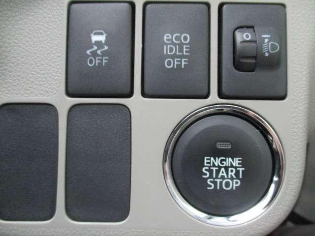カバンにキーを入れたままでもドアの開閉、ボタンを押してエンジンスタートが可能なスマートキーシステムです。