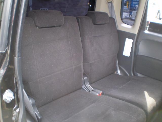 後部座席もゆったりしてるから乗り降りもしやすいね。