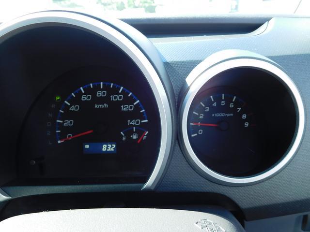 タコメーター付きのスピードメーターです。10年前のクルマですが、走行は4.9万キロと少なめですよ。