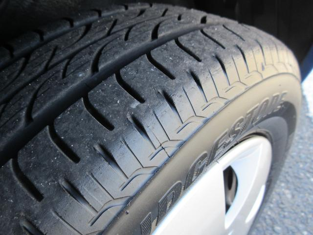 タイヤの溝もまだまだありますよ