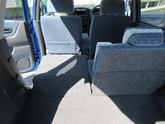 後ろのシートは分割で倒せます