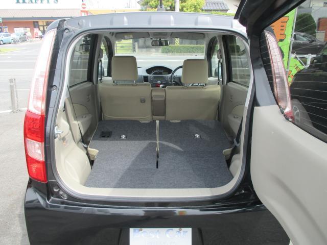 リヤシート両側を倒せば、さらに大きなスペースが確保できます♪